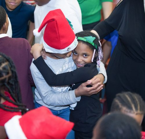 2018-holiday-outreach-program-elementary-schools-daisie-foundation-chicago_0042-min