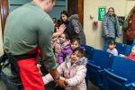 2019-holiday-outreach-humboldtpark-school-santa-richel-bires_0162