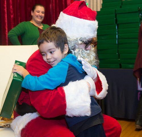 2019-holiday-outreach-humboldtpark-school-santa-sonya-martin_0357