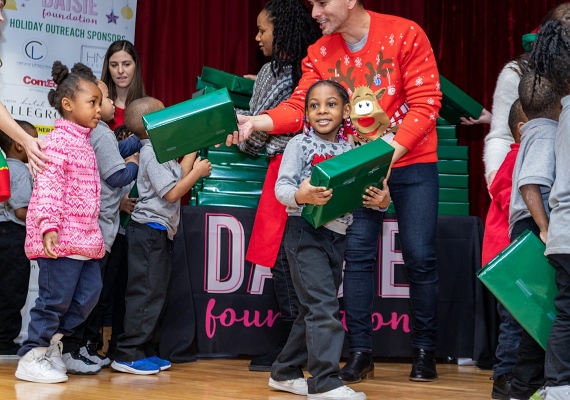 2019 Holiday Outreach Event in EngelwoodRachel Bires Photography