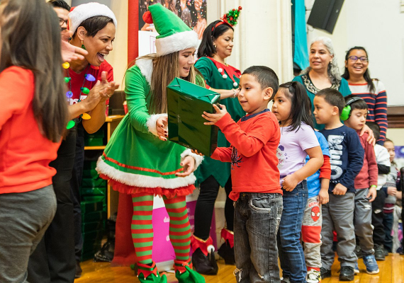 2019 Holiday Outreach Event in Humboldt ParkRachel Bires Photography