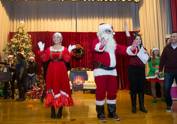 2019 Holiday Outreach Event in Humboldt ParkSonya Martin Photography